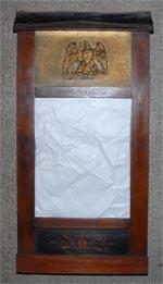Et speil som en gang var levert inn til Opphaug skolemuseum. På ...